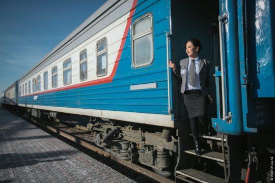 Пассажирский поезд КТЖ. Фото voxpopuli.kz