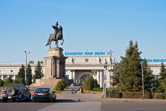 Ж/Д вокзал Алматы. Фото train-photo.ru