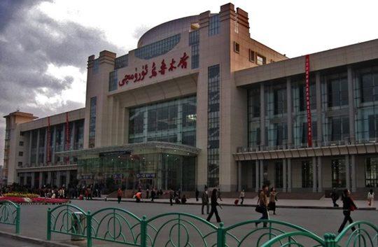 Железнодорожный вокзал Урумчи. Фото gorodamira.info