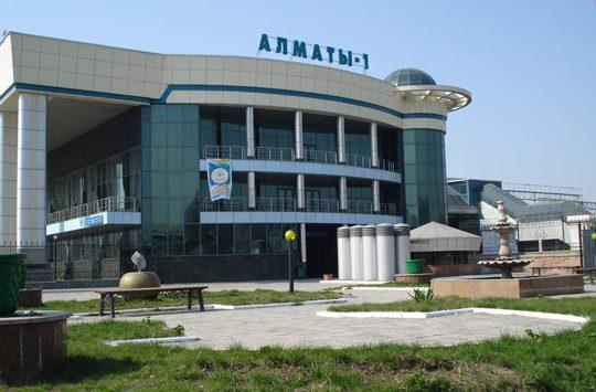 Ж/Д вокзал Алматы-1. Фото almaty-city.narod.ru