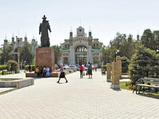 Ж/Д вокзал в Туркестане. Фото posmotrel.net