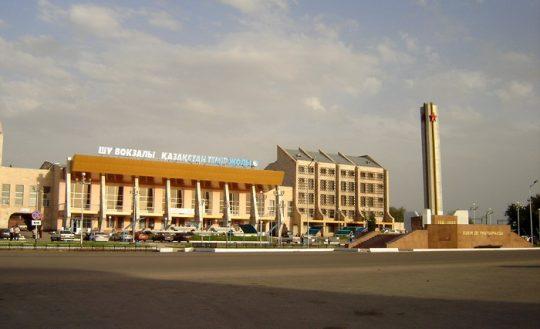 Ж/Д вокзал Шу. Фото foto.kazakh.ru